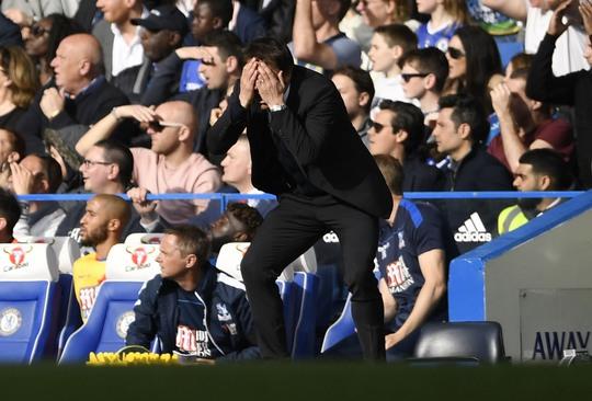HLV Conte thất vọng khi Chelsea bất ngờ thua Crystal Palace trên sân nhàẢnh: REUTERS
