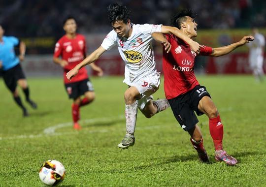 Lứa trẻ Văn Toàn (trái) tiến bộ giúp HAGL bắt đầu chơi hiệu quả tại V-League mùa nàyẢnh: Quang Liêm