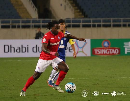 Kizito trong màu áo Than Quảng Ninh ở AFC Cup 2017Ảnh: Mộc Nghênh