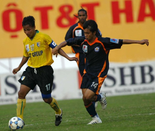Lê Hồng Minh (trái) trong màu áo Hà Nội T&T trước đâyẢnh: Hải Anh