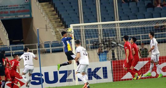 Việt Nam đoạt vé vào VCK Asian Cup 2019 nhờ hàng thủ - Ảnh 1.