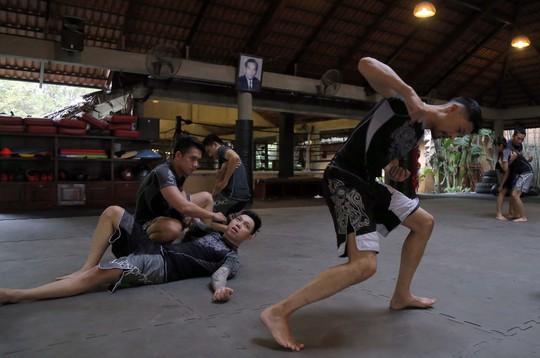 Võ cổ truyền Việt và MMA, ai hơn? - Ảnh 1.