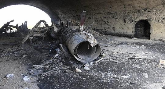 Một máy bay Syria bị phá hủy sau vụ không kích của Mỹ Ảnh: Sputnik