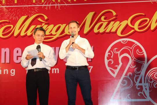 Giám đốc Công ty TNHH D.I gửi lời cảm ơn CN tại buổi tiệc tất niên