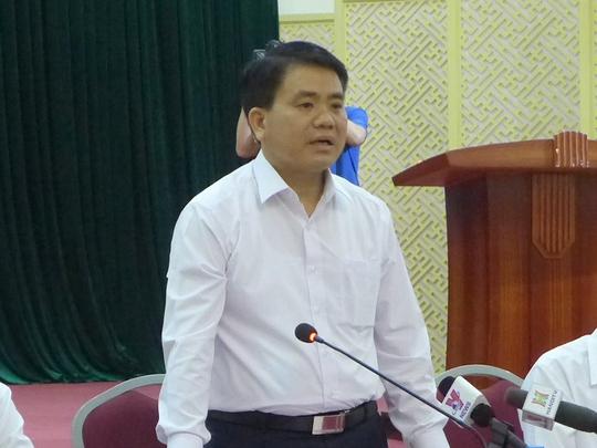 Chủ tịch UBND TP Hà Nội Nguyễn Đức Chung trong cuộc gặp gỡ báo chí tối ngày 20-4 tại trụ sở Huyện ủy Mỹ Đức