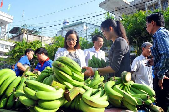 Nông sản ế ẩm, nhà giàu chi 15.000 tỉ ăn hàng ngoại - Ảnh 3.
