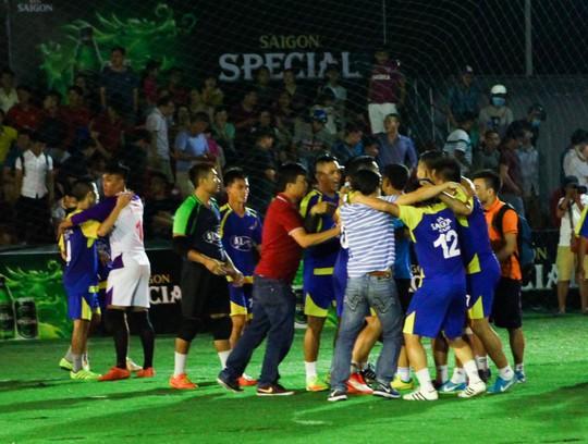 Giải bóng đá mini phong trào toàn quốc - Cúp Bia Sài Gòn 2017: CLB Đinh Gia vô địch chặng 3 - Ảnh 1.