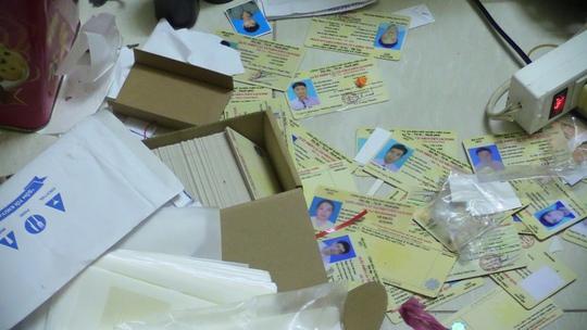 Vợ chồng lập băng bán giấy tờ giả khắp các tỉnh, thành - Ảnh 2.