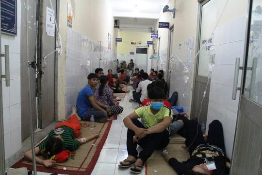 Hàng trăm công nhân ở Tân Uyên nhập viện cấp cứu - Ảnh 1.