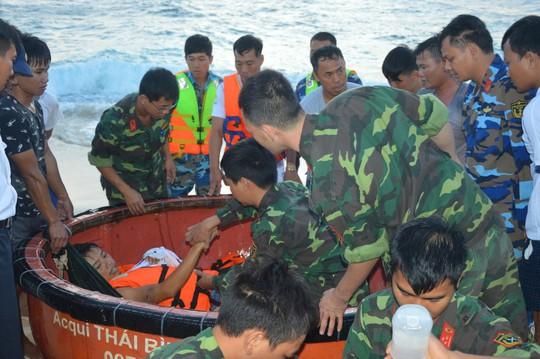 Trường Sa giúp hàng trăm ngư dân chống bão số 16 - Ảnh 4.