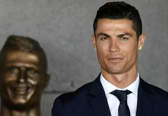 """Tác giả """"tượng Ronaldo kỳ quặc"""" lên tiếng"""