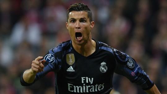 Chán nản vì hầu tòa, Ronaldo muốn trở lại Anh - Ảnh 2.