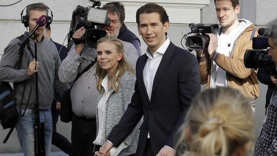 Đẹp trai và chung tình như thủ tướng Áo tương lai - Ảnh 1.