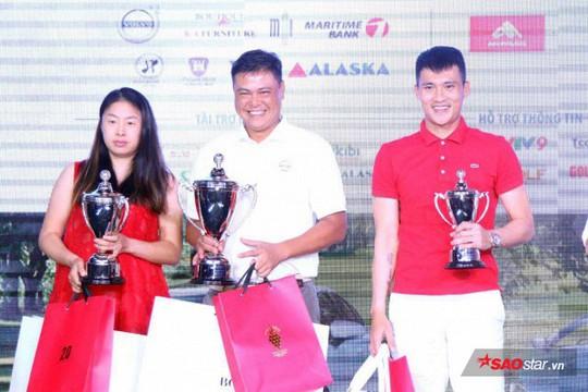 Công Vinh thi đánh golf, ẵm ngay giải 3 - Ảnh 1.