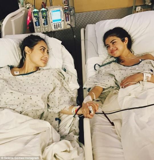 Selena Gomez cảm kích bạn thân hiến thận cứu mình - Ảnh 1.