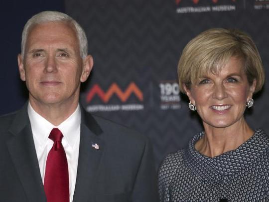 Phó Tổng thống Mỹ Mike Pence và Ngoại Trưởng Úc Bishop. Ảnh: AP