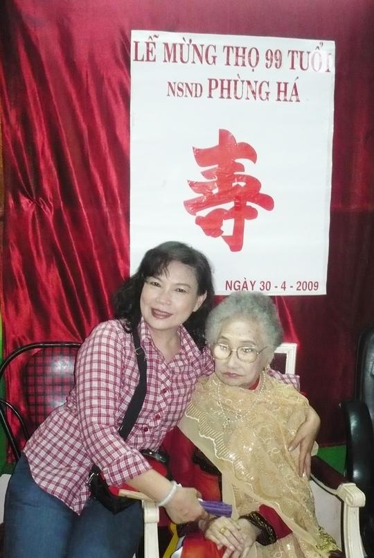 NSƯT Tô Kim Hồng thay chồng lo giỗ NSND Phùng Há - Ảnh 1.