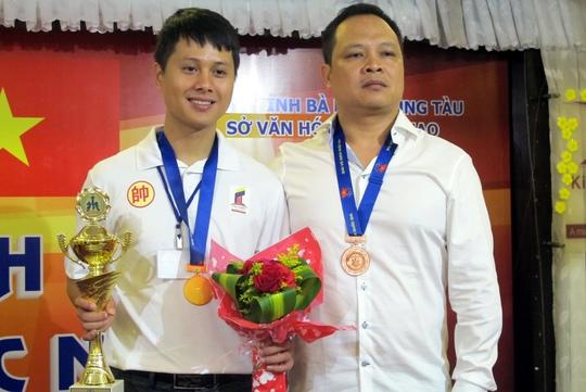 Kỳ vương Đặng Hữu Trang và HLV Vũ Hữu Cường