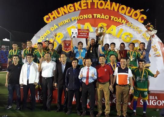 Danh Lợi FC vô địch Cúp Bia Sài Gòn 2017 - Ảnh 1.