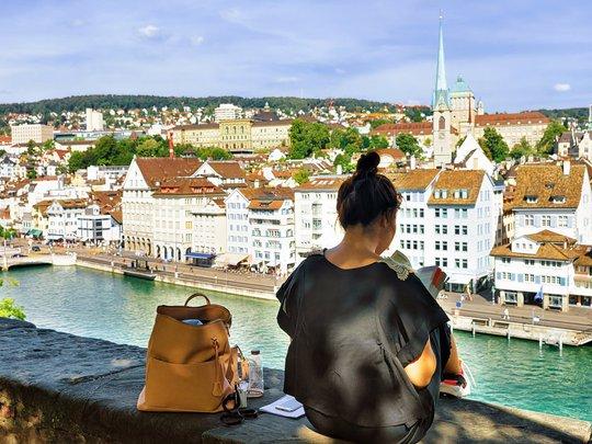 Zurich là thành phố duy nhất không thuộc châu Á nằm trong tốp 5 thành phố đắt đỏ nhất thế giới Ảnh: SHUTTERSTOCK