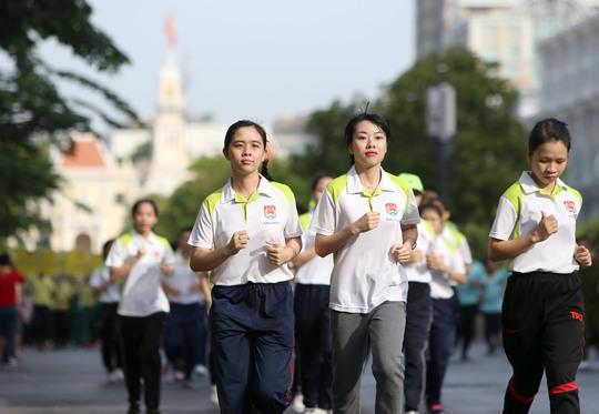 Các bạn nữ xinh đẹp có mặt trong buổi sáng chạy bộ