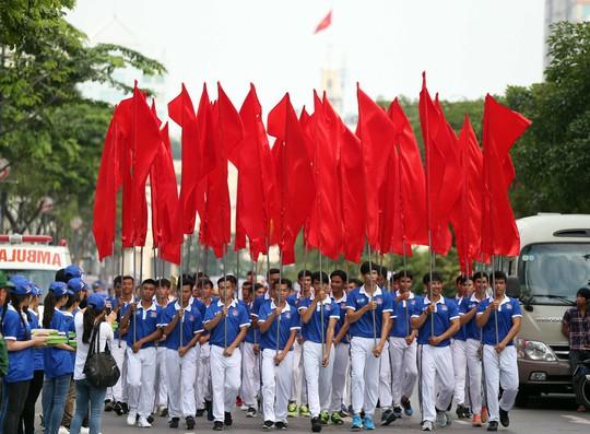 Tưng bừng ngày hội ủng hộ SEA Games 29 - Ảnh 2.