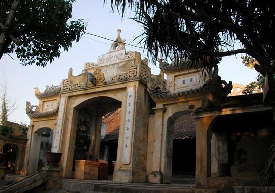 Đền Độc Cước thờ vị thần một chân trên núi Trường Lệ ở thị xã Sầm Sơn - Thanh Hóa