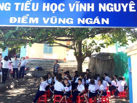 Trung thu sớm cho trẻ em biển đảo Khánh Hòa - Ảnh 2.