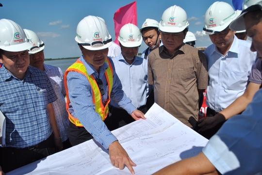 Chủ đầu tư trình bày quy mô dự án với lãnh đạo TP HCM