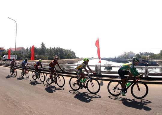 Đoàn đua vào Thị trấn Sông Cầu - Phú Yên
