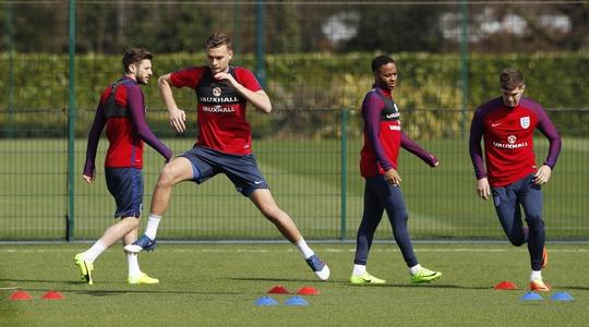 Buổi tập của đội tuyển Anh chiều 25-3 Ảnh: REUTERS
