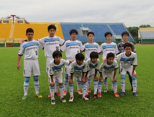Học viện NutiFood đá chân trần với U13 Kawasaki - Ảnh 2.