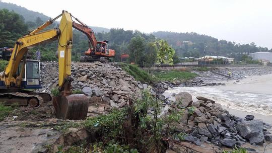 Đà Nẵng: Kè biển sạt lở, 54 nhà dân có nguy cơ bị cuốn trôi - Ảnh 4.