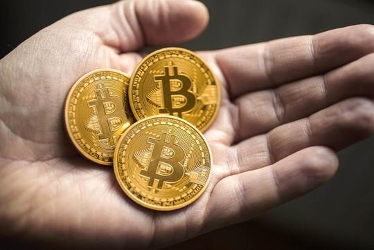FPT thu học phí bằng bitcoin là chơi với lửa - Ảnh 1.