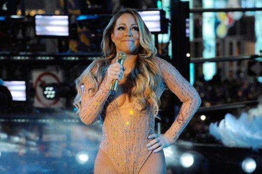 Mariah Carey có màn trình diễn tệ hại