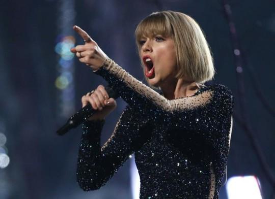 Taylor Swift kiếm tiền ít đi, rapper Sean Combs soán ngôi - Ảnh 1.