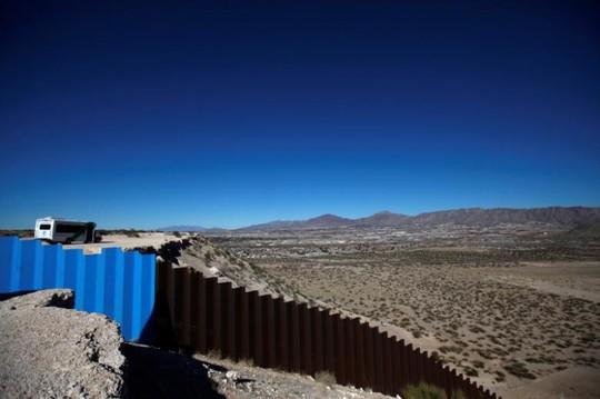 Chi phí xây bức tường dọc biên giới Mexico có thể lên đến 21,6 tỉ USD. Ảnh: Reuters