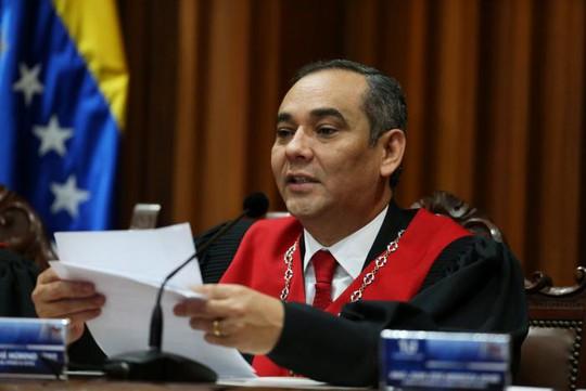 Ông Maikel Moreno tại cuộc họp báo hôm 1-4. Ảnh: Reuters