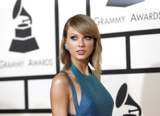 Thắng 1 USD, Taylor Swift thực hiện cam kết từ thiện - Ảnh 2.