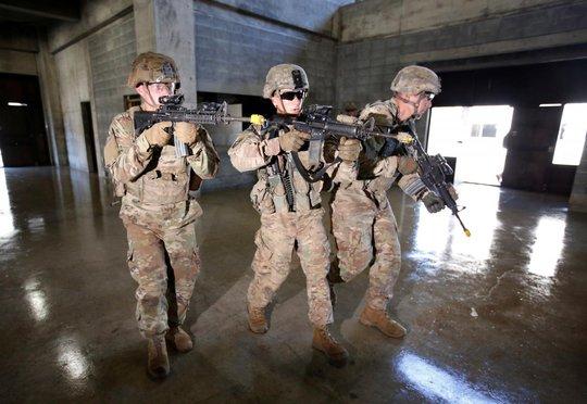 Thượng viện Mỹ đồng ý nâng ngân sách quốc phòng lên 700 tỉ USD - Ảnh 1.
