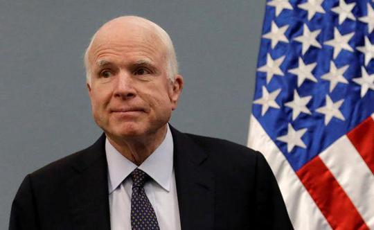 Ông McCain tiếp tục oanh tạc người nhà - Ảnh 1.