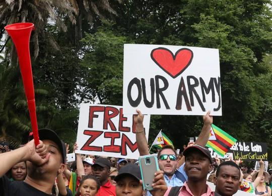 Zimbabwe: Đảng cầm quyền phế truất Tổng thống Mugabe - Ảnh 1.