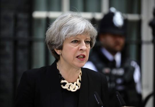 Người nhà nổi loạn, thủ tướng Anh chịu thất bại nặng nề - Ảnh 1.
