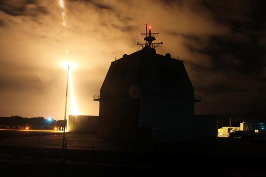 Lo ngại Triều Tiên, Nhật Bản tăng sức mạnh phòng thủ tên lửa - Ảnh 1.