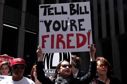 Biểu tình chống Bill sau khi có đơn khiếu kiện quấy rối tình dục