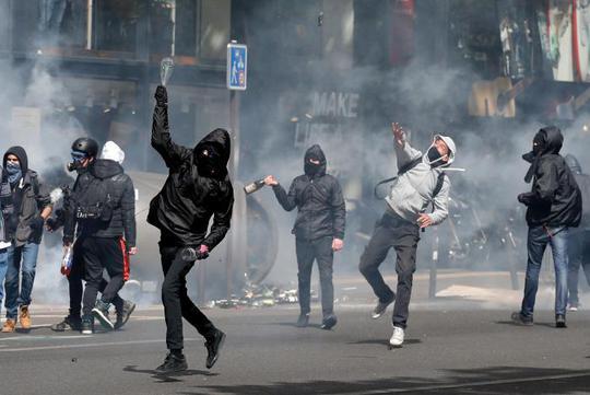 Pháp: Giới trẻ trút giận lên cả 2 ứng viên tổng thống - Ảnh 1.