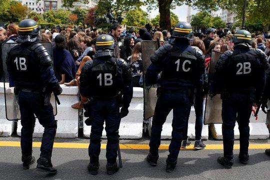 Pháp: Giới trẻ trút giận lên cả 2 ứng viên tổng thống - Ảnh 2.