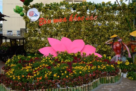 Cổng vào Làng hoa Sa Đéc