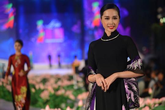 Lễ hội Áo dài năm nay với chủ đề Duyên dáng Áo dài TP HCM mong muốn sẽ tôn vinh tầm vóc của tà áo dài Việt Nam cũng như góp phần quảng bá du lịch cho TP HCM