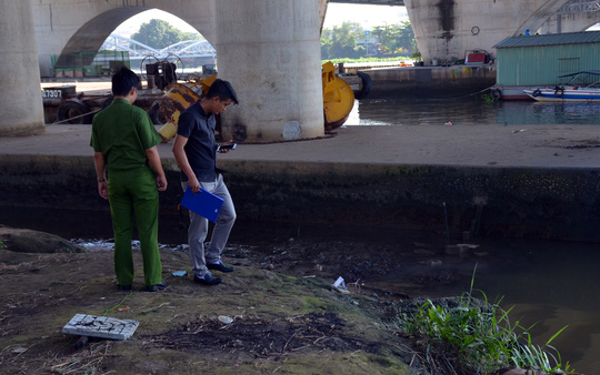 Người đi câu hoảng hồn phát hiện thi thể trôi sông Sài Gòn - Ảnh 1.